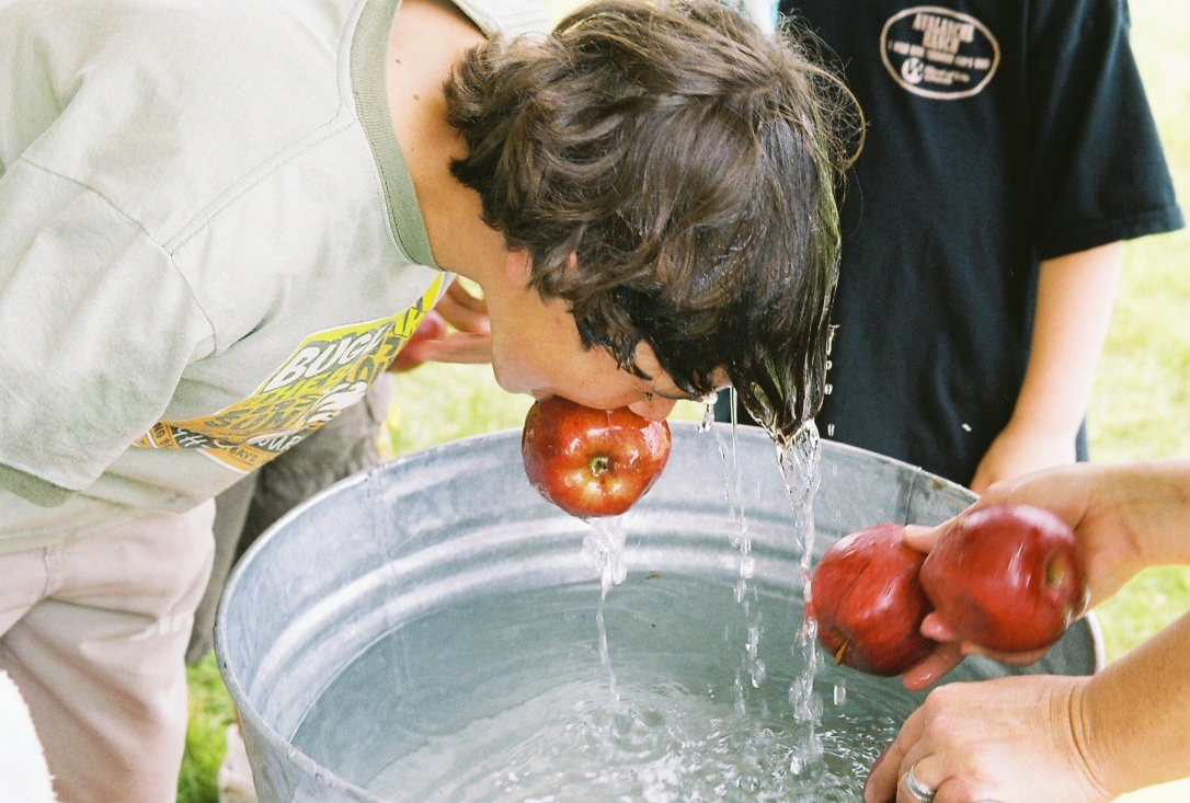 Apple_bobbing.jpg